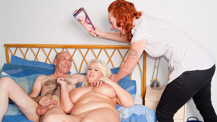 Huge Platinum-blonde Does Milking Stud